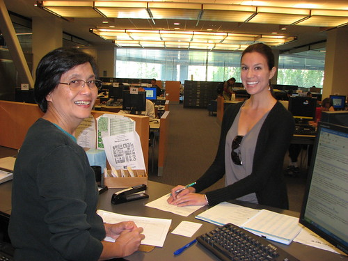 SJSU Librarian Helps Student in Reference