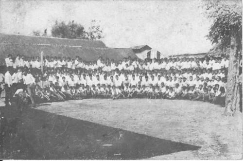 Foto Bersama Lengkap di Dalam Kompleks Sekolah