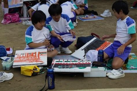 School children painting Daibutsu-den
