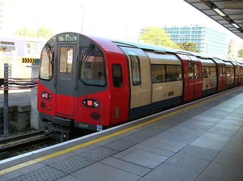 96117 Stratford Jubilee Line 2006_0525