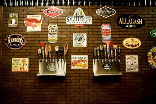 Growlers craft beer & ales taps
