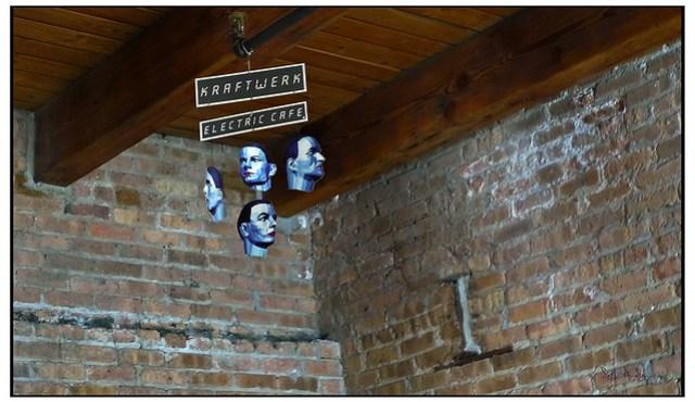 Kraftwerk - Electric Cafe