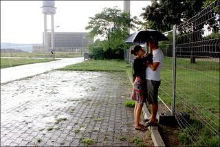 Pareja bajo la lluvia