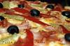Pizza de bacon y carne