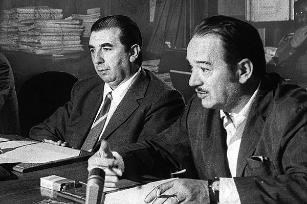 El doctor Mariano Ruiz Esquide, diputado y el ministro de Economia, Pedro Vuskovic 1973