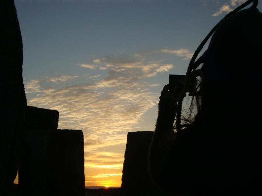 La gente disfrutando del sunset del día más largo del año Stonehenge Stonehenge, el mágico día del Solsticio 5065767030 44d79000a6 o