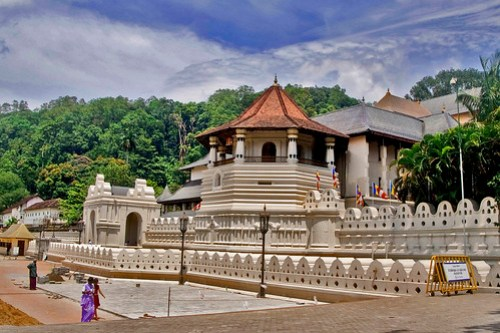 Dalada Maligawa (Temple of the Tooth Relic) - Kandy.