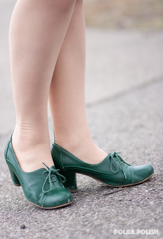 Green Chelsea Crew lace up pumps