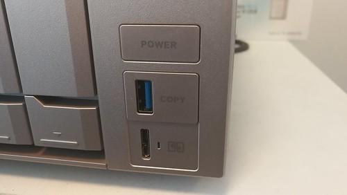 พอร์ตสำหรับ USB 3.0 Micro-B เอาไว้สำหรับใช้ฟีเจอร์ USB QuickAccess
