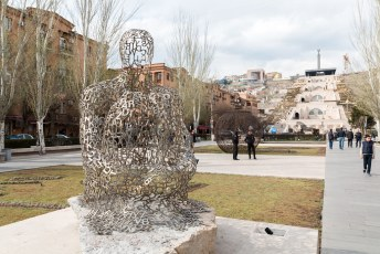 Dit is een kunstwerk van de spanjaard Jaume Plensa.