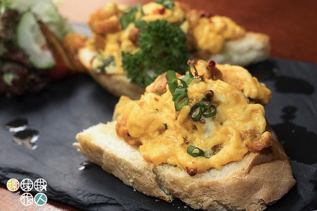 Ovos Mexidos Com Farinheira 葡式香腸炒蛋多士