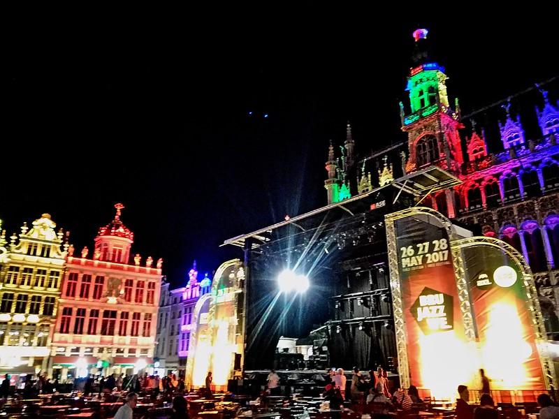 Brussel Jazz Weekend Grand Place (3) saxos, trompetas y guitarras: llegó el brussels jazz weekend - 34116516003 8588926fc1 c - Saxos, trompetas y guitarras: llegó el Brussels Jazz Weekend