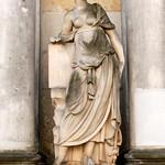23. Königskolonnaden: Skulptur