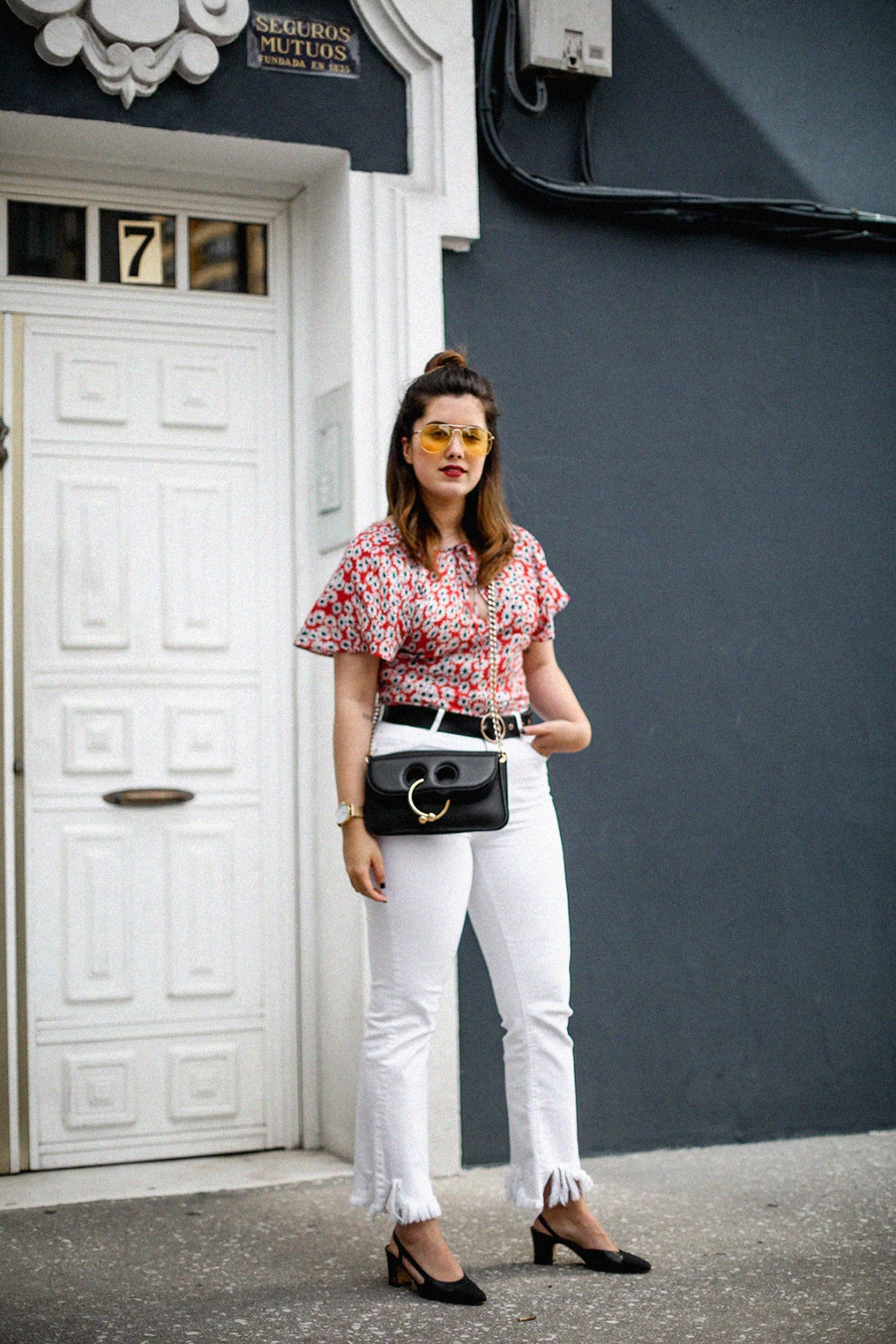 flower-top-zara-frayed-white-jeans-chanel-slingback-jw-anderson-bag-streetstyle13
