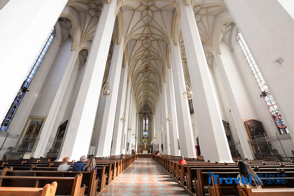 《慕尼黑景点推荐》圣母主教座堂:玛丽亚广场闹中取静景点
