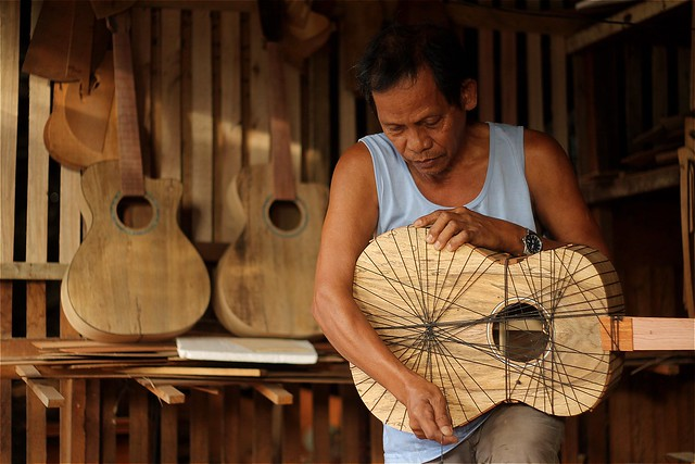 Guitar-Maker in Cebu