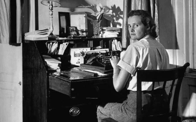 daphne du maurier writing-at-desk-large