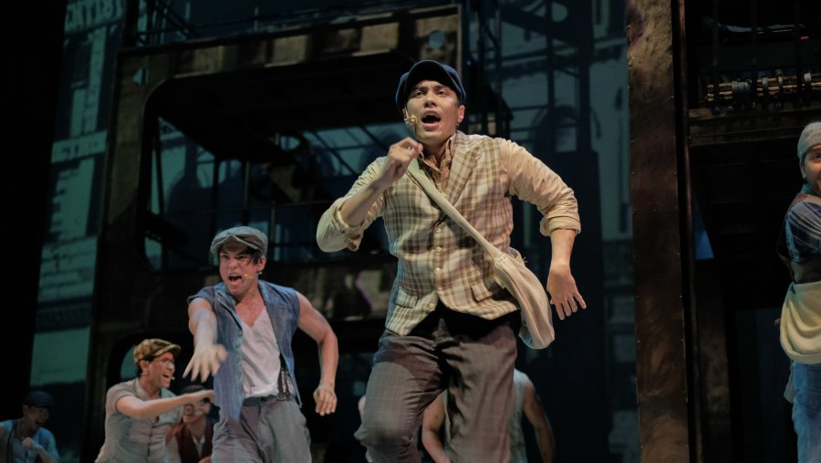 Globe Live & 9 works Disney The Newsies (4 of 41)