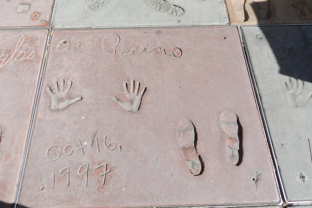 Al Pacino huellas manos y suela de zapatos en acera de artistas Teatro Chino de Grauman Hollywood bulevar EEUU  14