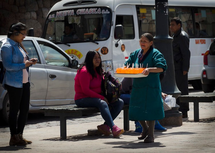 Vendedora ambulante en Cusco