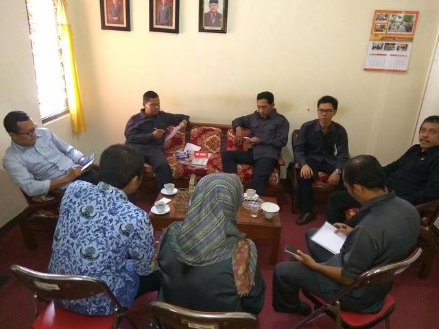 Susana rapat pleno KPU Tulungagung (18/7)