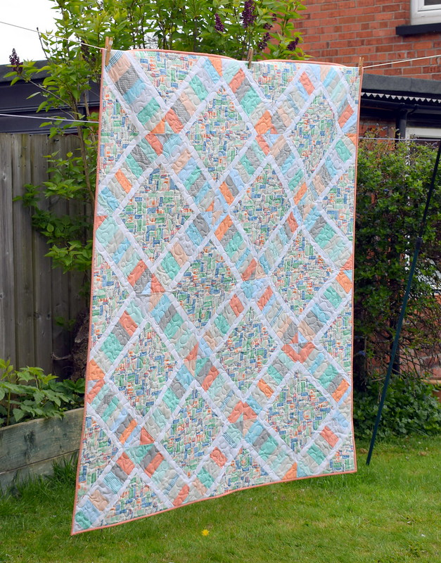 Around the World Quilt (Pretty Patches Magazine Aug17)