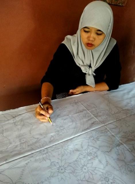 Membuat motif batik