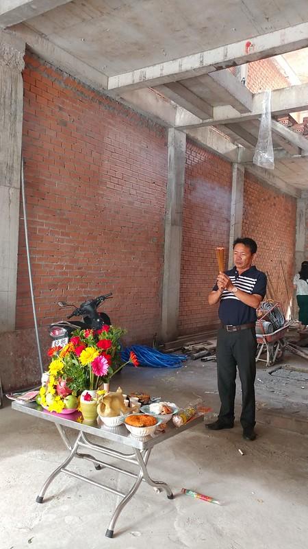 Anh Vũ quản lý công trình cúng khởi công xây nhà