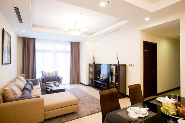 Nên lựa chọn những căn hộ từ 40 – 50 m2 hoặc lớn hơn nếu muốn ở chung với nhiều bạn bè, có sẵn 02 phòng ngủ.