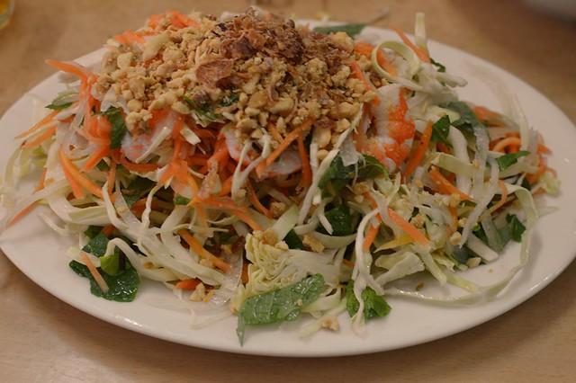 Cabbage salad with chicken & prawns