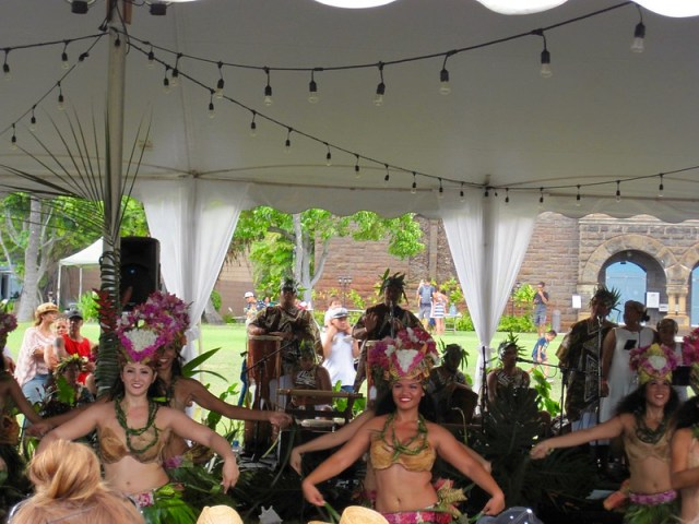 Picture from the Heiva i Valhi - Tahitian Sports Competition