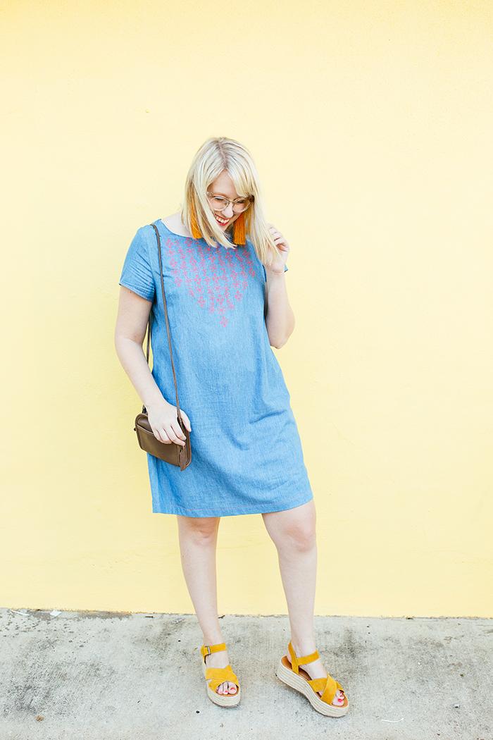 austin style blogger writes like a girl embroidered denim shift dress22