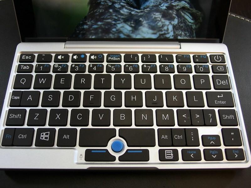 GPD Pocketのキーボードはこんな感じ。