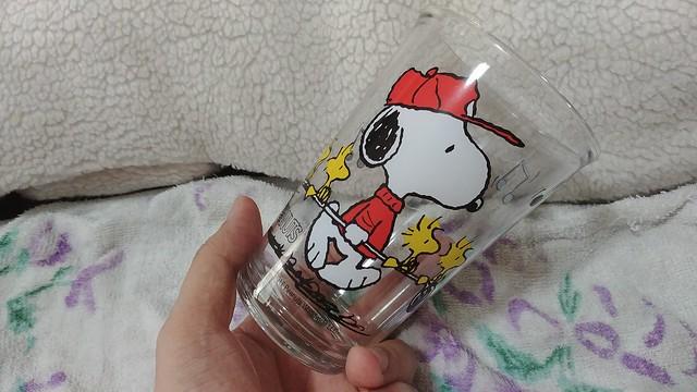 ตัวแก้วลาย SNOOPY ตอนแรกนึกว่าเป็นแก้ว ... เปล่าครับ ... พลาสติก