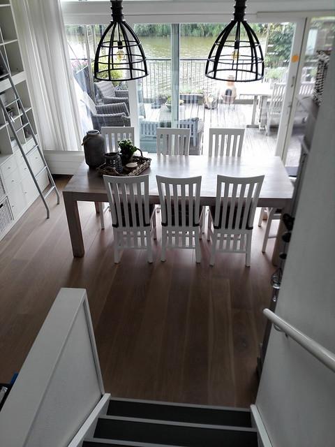 Eethoek witte stoelen
