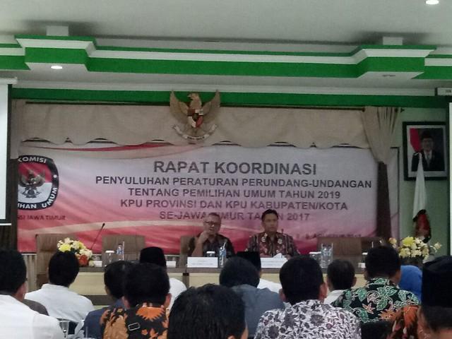Arief Budiman saat memaparkan materinya dalam rakor penyuluhan peraturan perundang-undangan tentang pemilihan umum tahun 2019 (8/8)