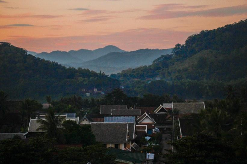Solnedgang fra Mount Phousi i Luang Prabang, Laos