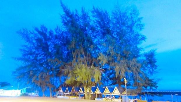 Mae Pim beach boats sunsets