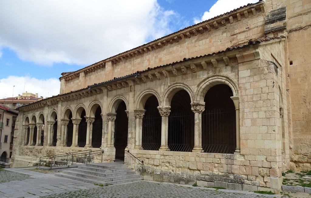 Segovia Iglesia de San Millan exterior galeria romanica 04