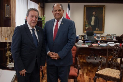 Vinicio Cerezo y Presidente de Costa Rica dialogan sobre proyectos para el fortalecimiento del SICA