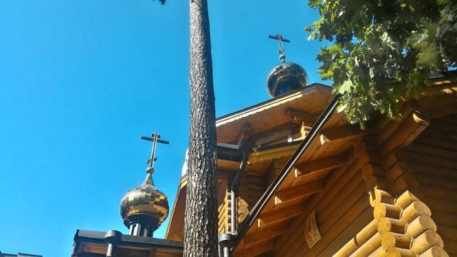Казанський храм сонячним осіннім днем