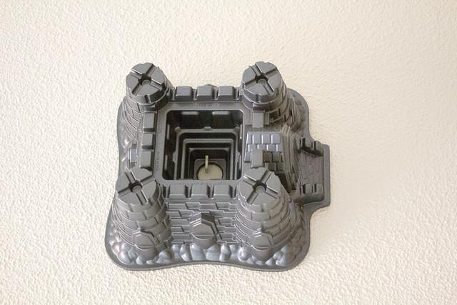 Molde castillo colgado de la pared