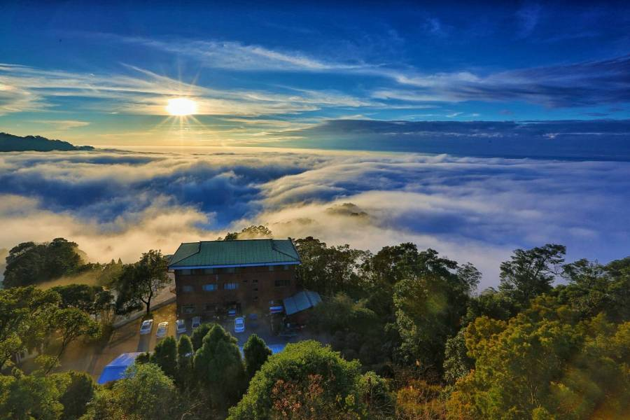 [三義民宿]雲洞山莊.在薑麻園農業風景區裡~與日出夕陽雲海等美景作伴的古堡民宿 @VIVIYU小世界
