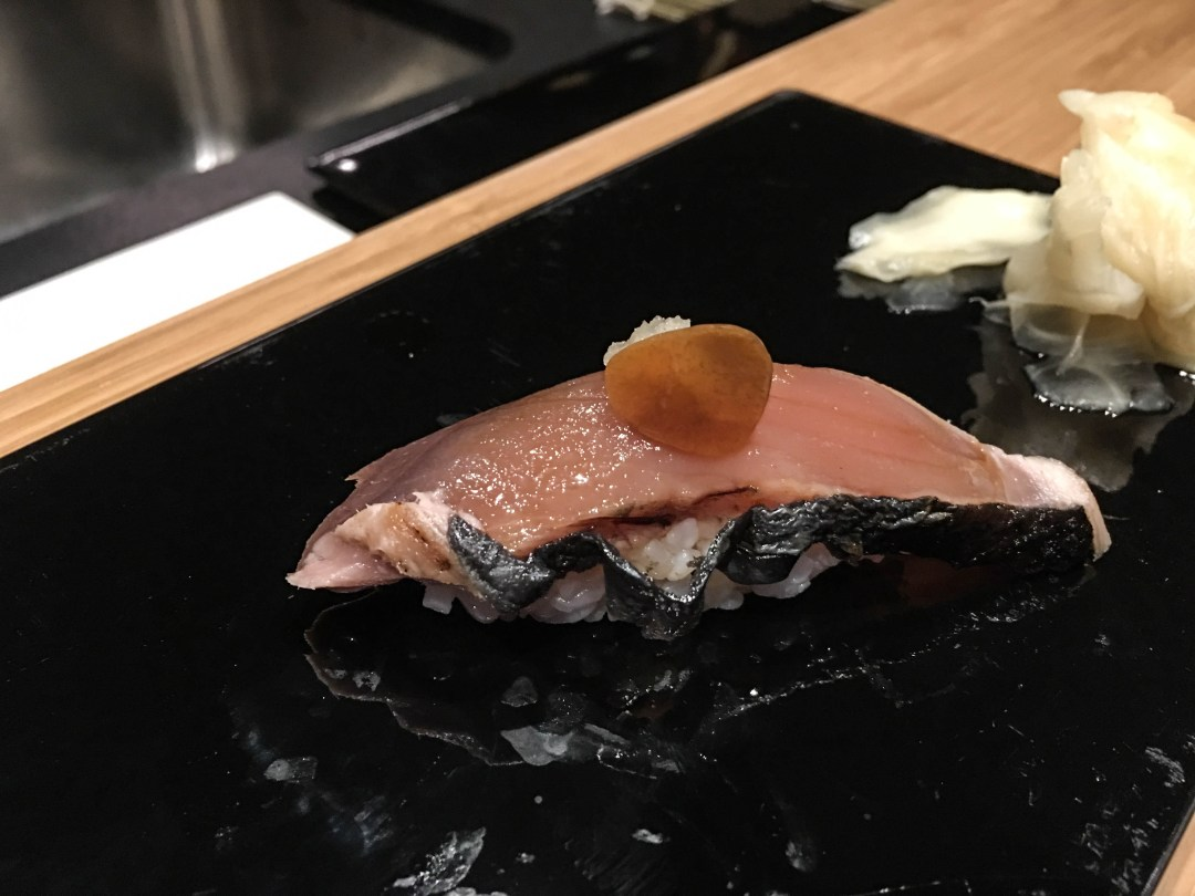 Seared bonito sushi