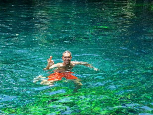 Nadar en un cenote