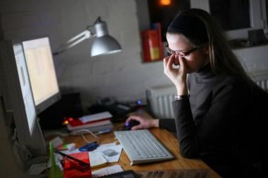 Manfaat kacamata anti radiasi, dan efek samping yang ditimbulkan