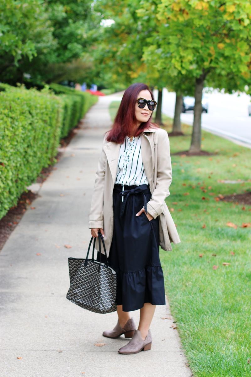 trench-coat-stripes-midi-skirt-boots-goyard-tote-1