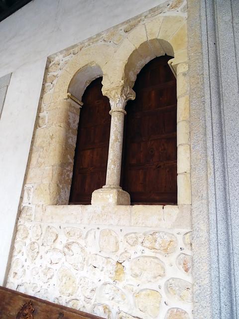 Ventana con arco patio de Armas Alcazar de Segovia 02