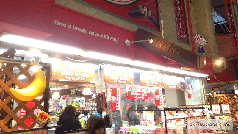 2 Hari Keliling Osaka - KitKat Store