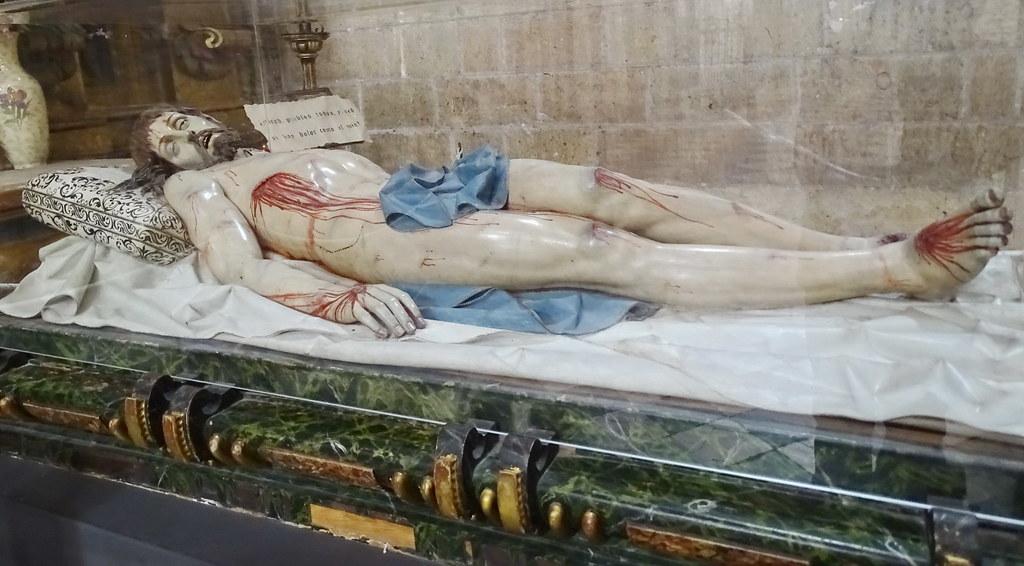 Segovia Capilla del Santo Cristo Yacente en la Catedral de Nuestra Señora de la Asunción y de San Frutos 02